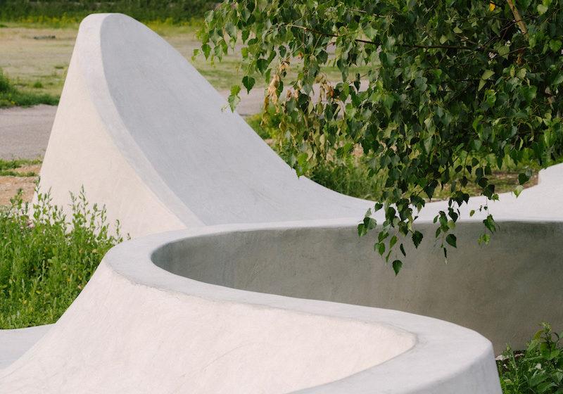 Parametrický dizajn umožnil architektom zvlniť skejtpark do fluidných tvarov kopírujúcich pohyb na skejtborde.