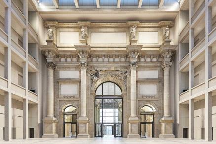 Rekonštruované veľké foyer s triumfálnym oblúkom.