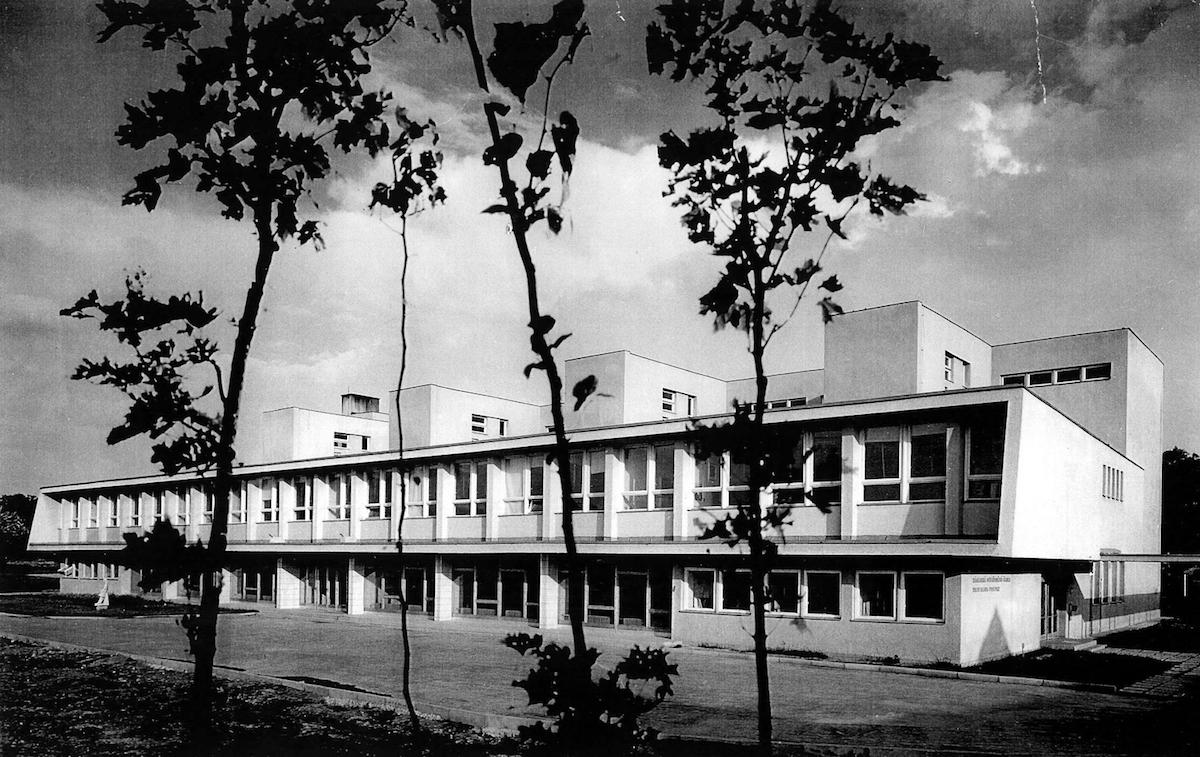 Základná škola na Mierovej ul. Bratislava-Prievoz. Autor: Marián Marcinko.