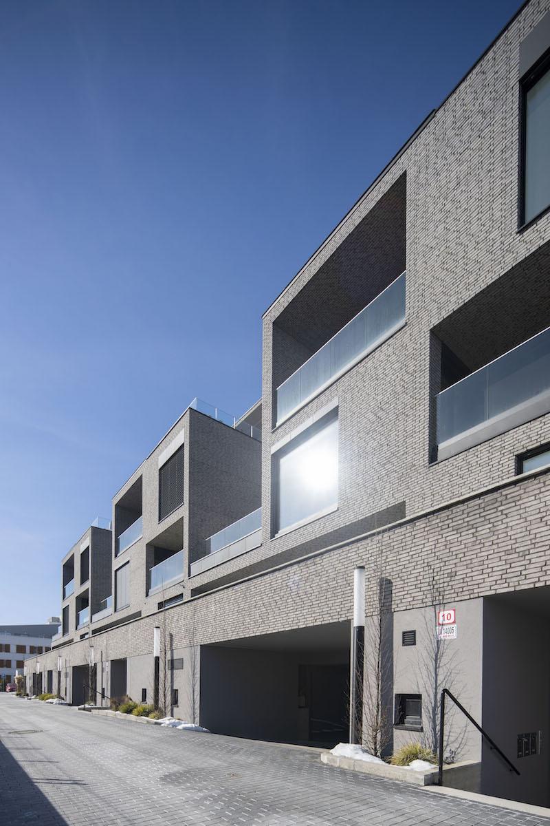 Projekt obsahuje 27 veľkometrážnych bytov usporiadaných v deviatich samostatných domoch.