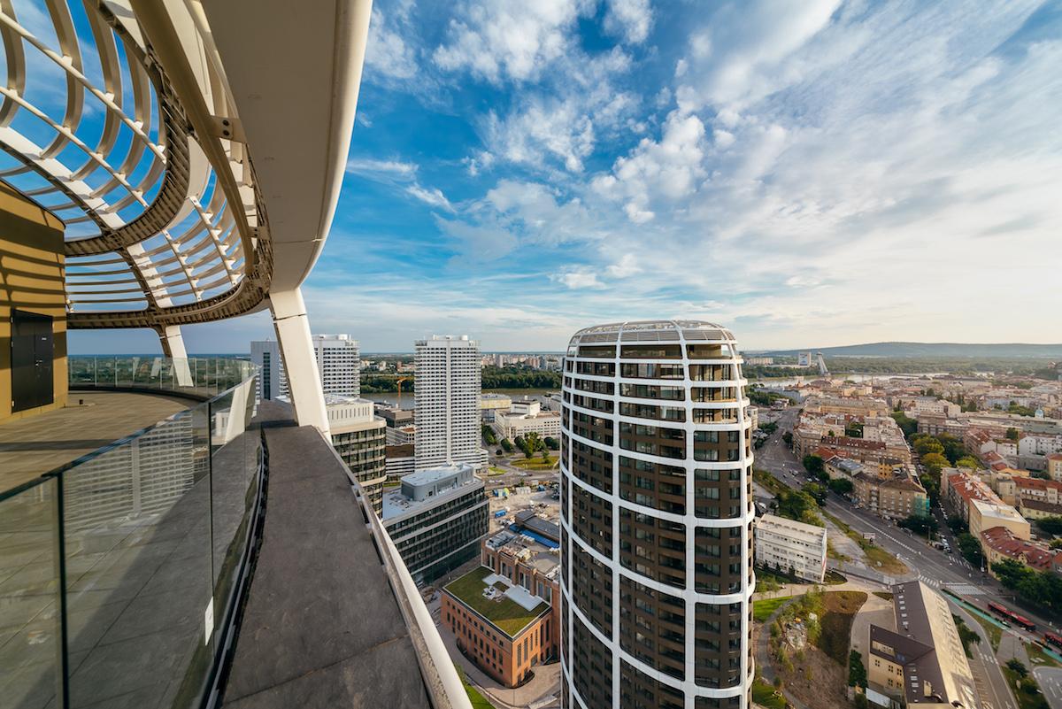 Panoramatická terasa sa nachádza vo všetkých troch rezidenčných vežiach.