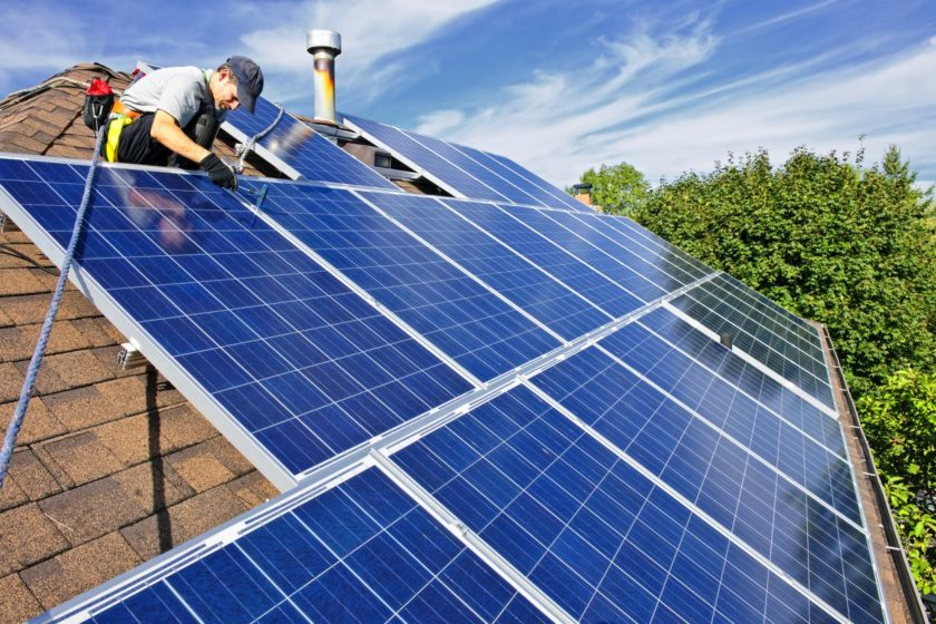 Inštalácia fotovoltických panelov na strechu