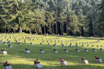 Na cintoríne odpočíva 1 415 padlých v druhej svetovej vojne. V budúcnosti by mal byť Háj-Nicovô vyhlásený za národný vojenský cintorín.