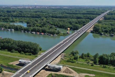 Obr. 1 Dunajské súmostie − letecký pohľad na Lužný most (stav z mája 2021)