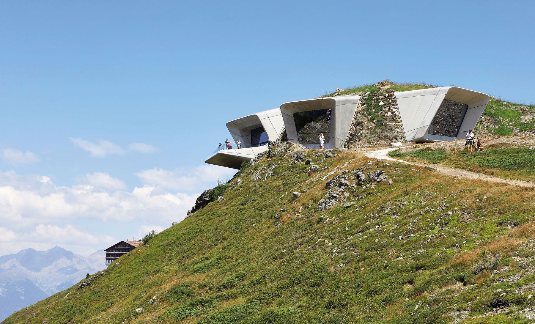 DVOJSTRANA ZHA Messner Mountain Museum  Hufton Crow 011