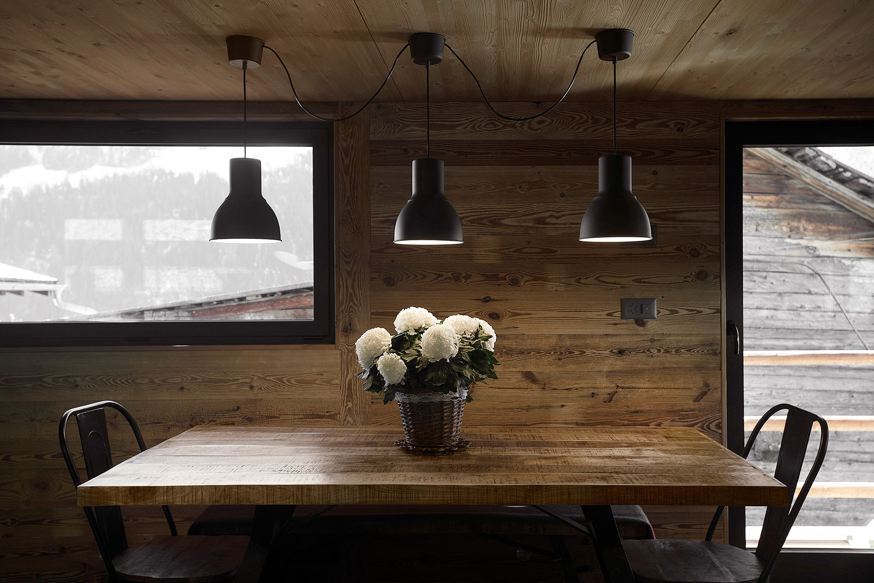 Image dining table