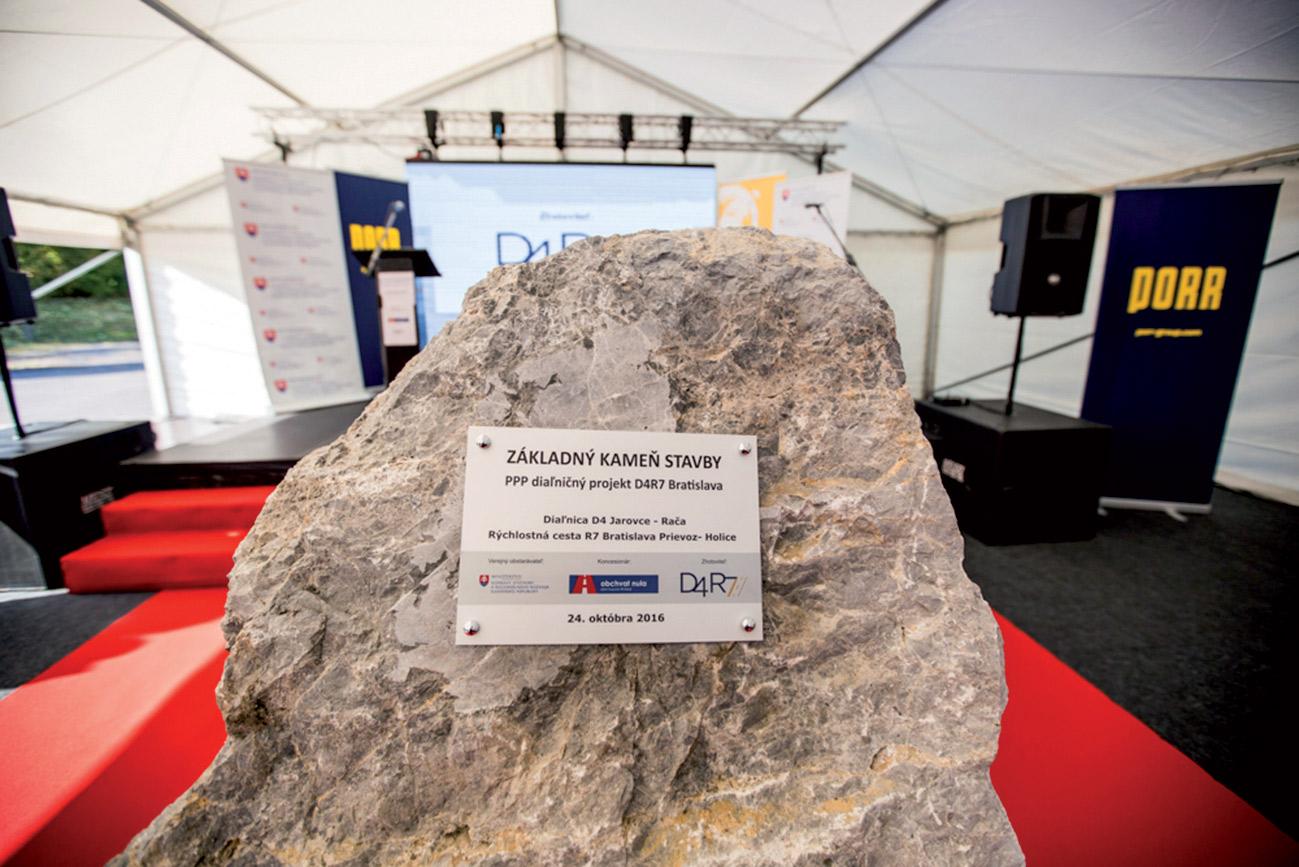 zakladny kamen stavby