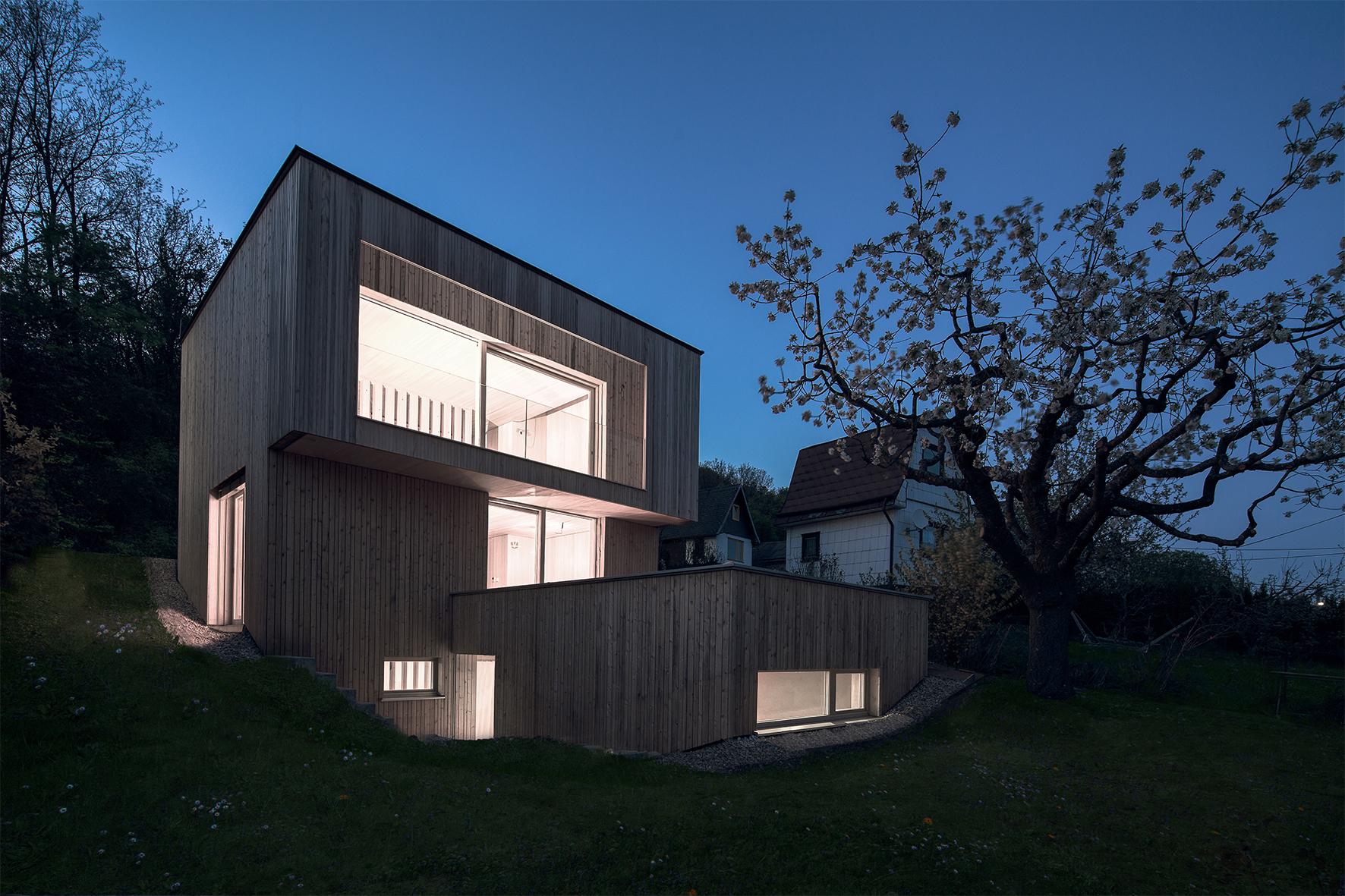 TROY Haus mit Kirschbaum 04 Nachtfoto bearbeitet