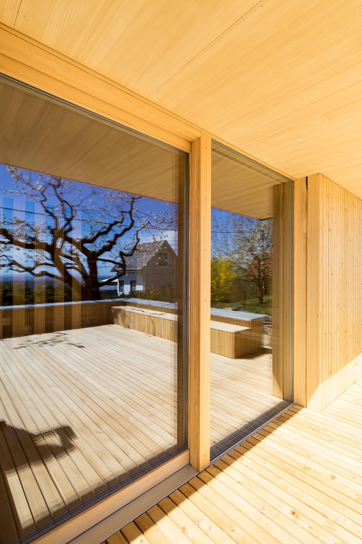 TROY Haus mit Kirschbaum 06