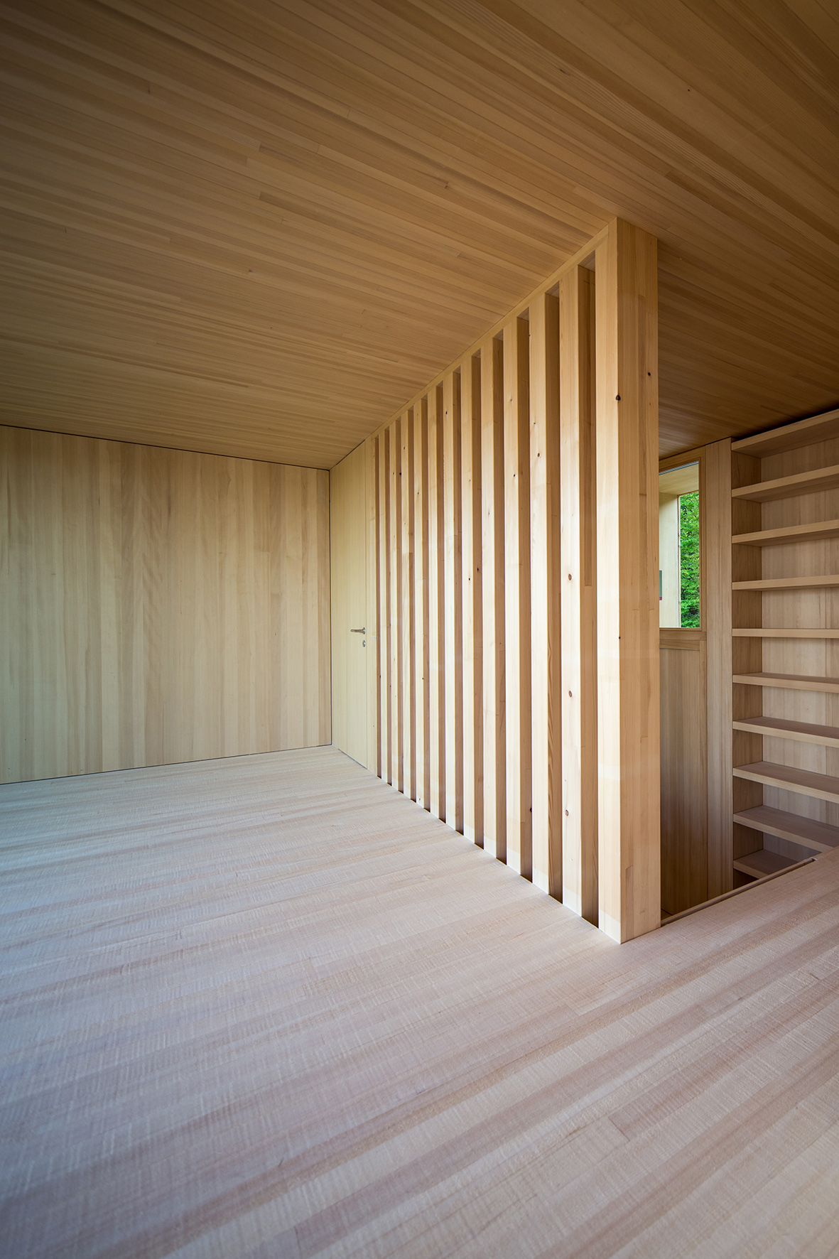 TROY Haus mit Kirschbaum 07