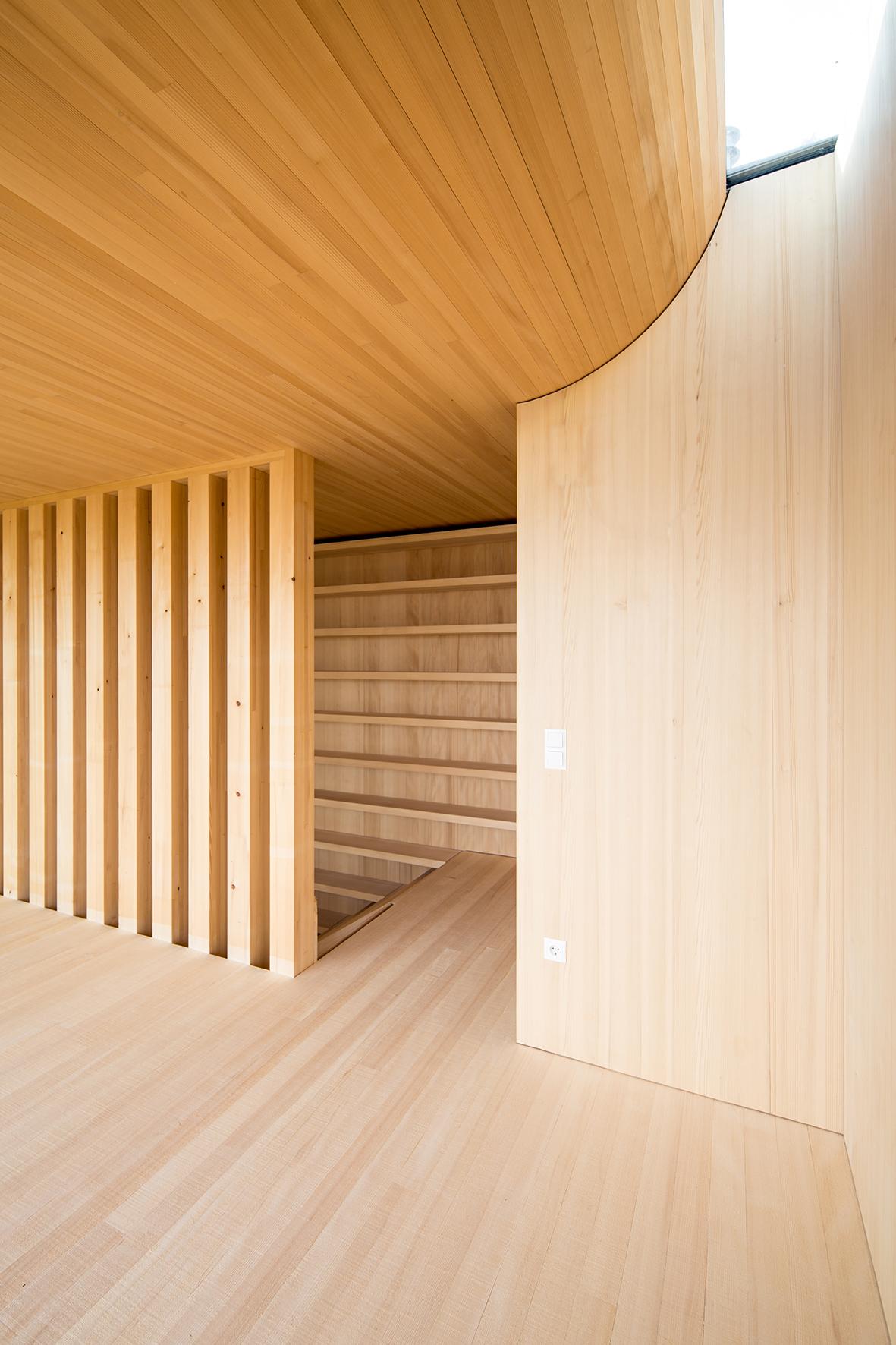 TROY Haus mit Kirschbaum 10