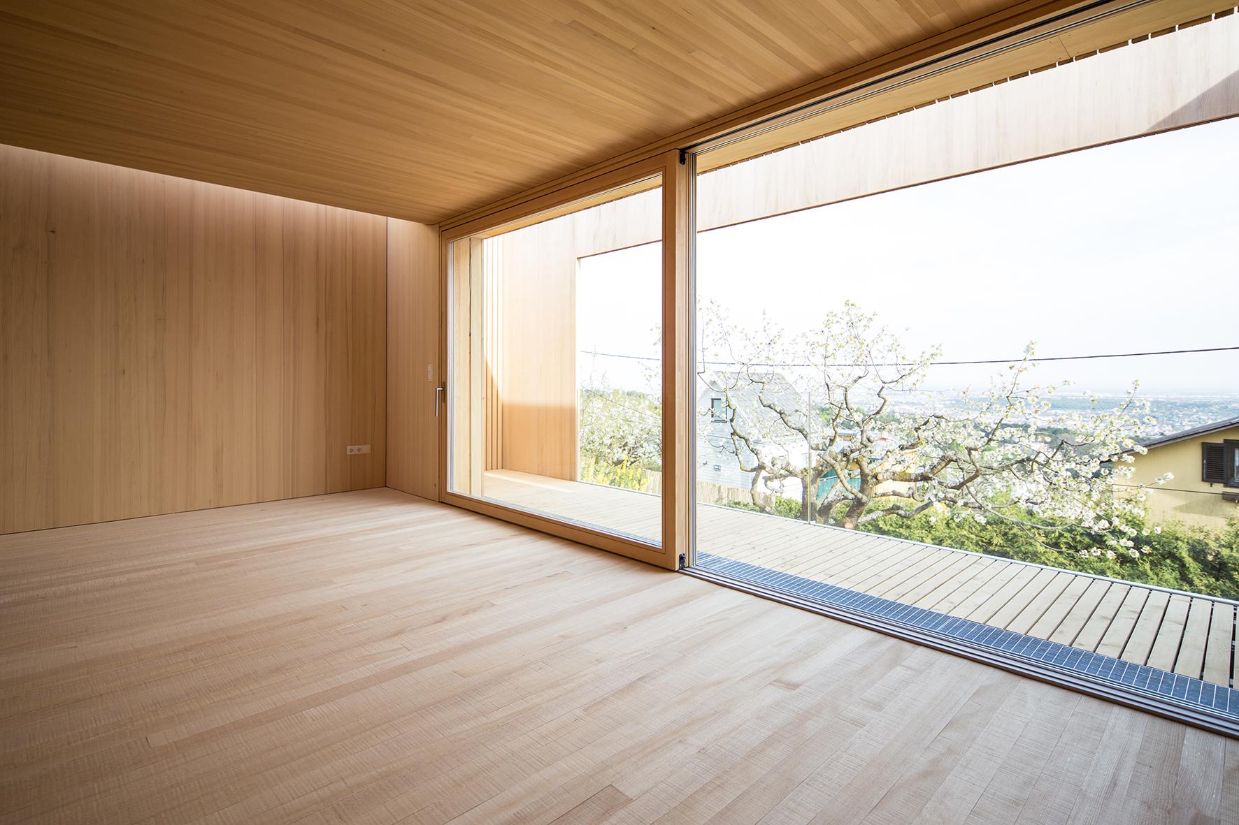 TROY Haus mit Kirschbaum 13