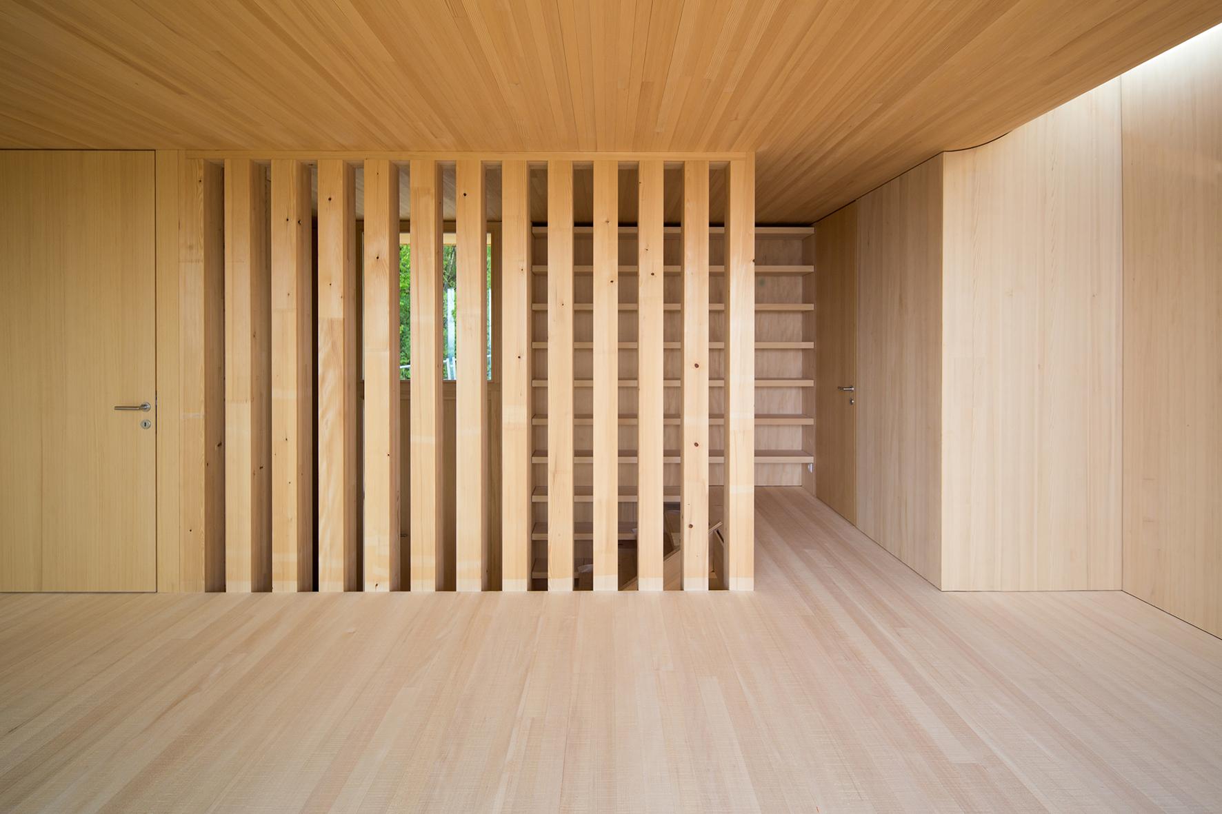 TROY Haus mit Kirschbaum 14