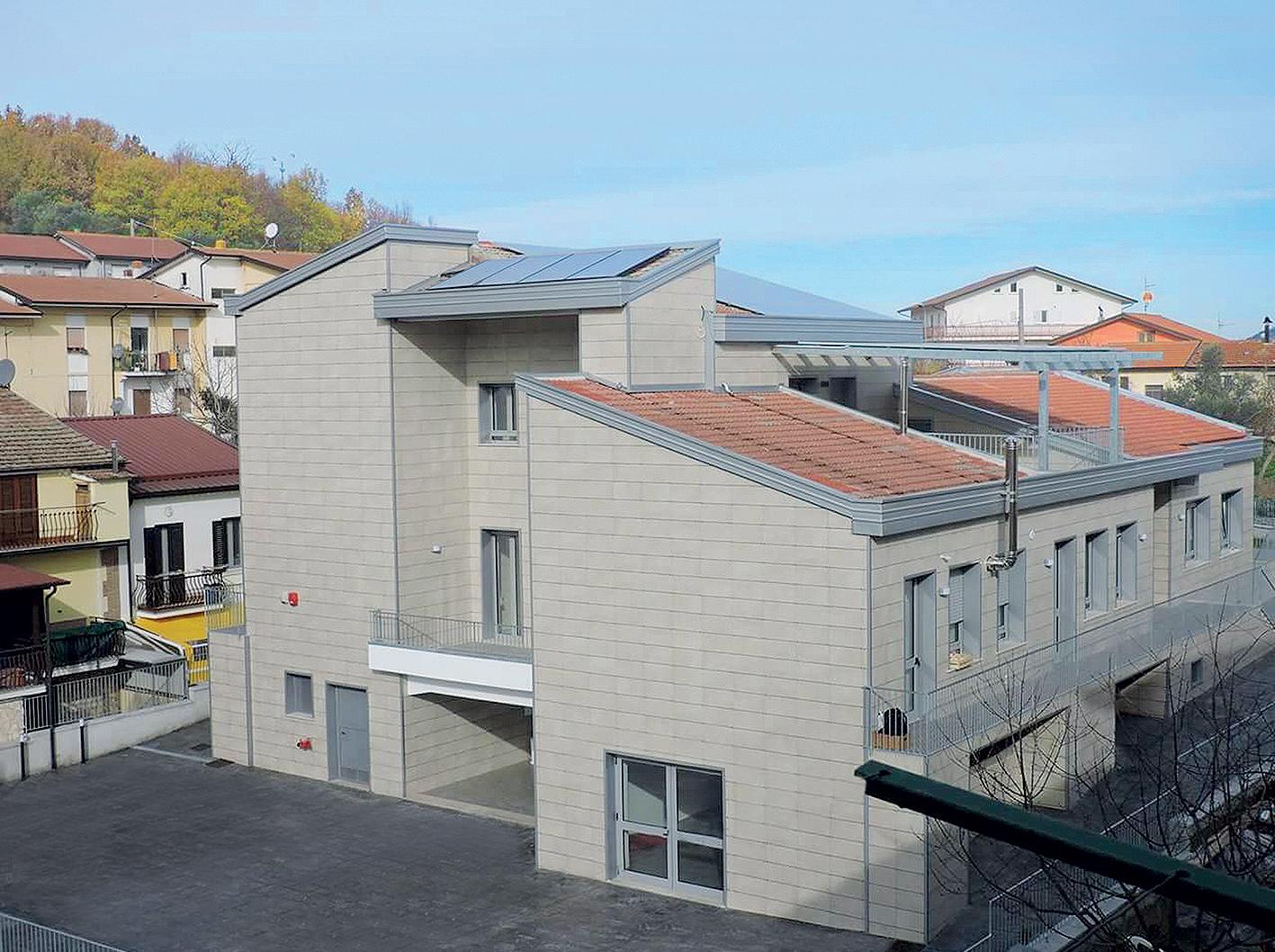 02a Materska skola v San Sossio Baronia v Taliansku