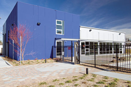 Administratívna budova snulovou energetickou spotrebou anulovými emisiami oxidov uhlíka