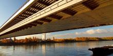 Bratislavský most Apollo už dva roky využíva široká verejnosť