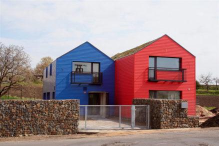 Červený a modrý
