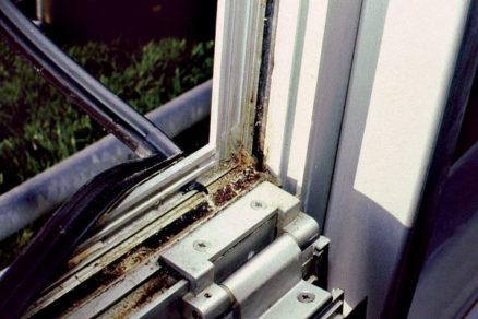 Chyby pri montáži okien a parapetných dosiek