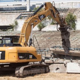 demolacia futbaloveho stadiona na tehelnom poli