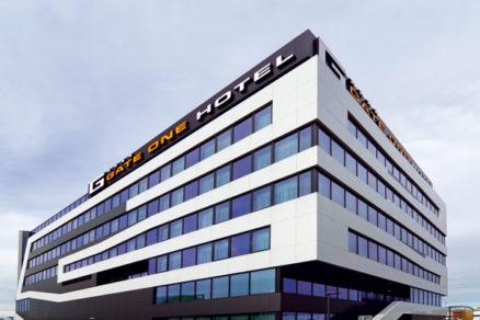 Gate One: hotel srukopisom ateliéru
