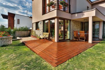 Obnova náteru drevenej terasy