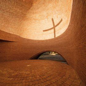 Kaplnka San Bernardo so siluetou kríža