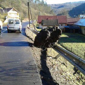 Ochrana proti padaniu skál na ceste 1.triedy v obci Kozelník pomocou dynamických bariér