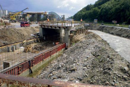 Intenzívne práce na stavbe rýchlostnej cesty R1