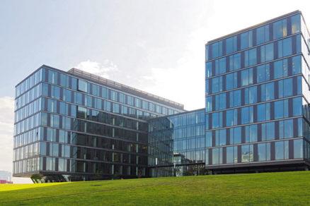 Izolačné trojsklá aj pre administratívne budovy
