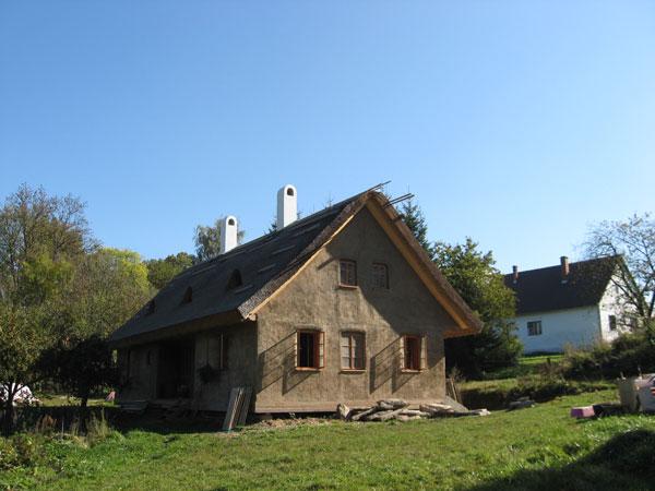 nizkoenergeticky dom zo slamy svojpomocne