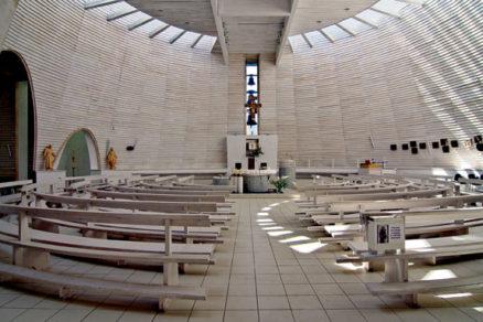 Novodobá sakrálna architektúra: Radôstky i domy oprávneného smútku