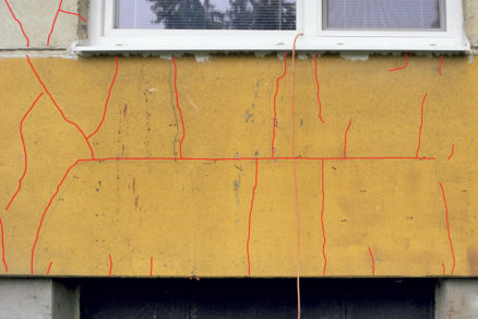 oslabena oblast v obvodovych plastoch na baze porobetonu
