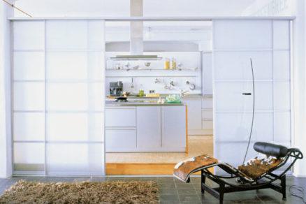 Pohyblivé deliace prvky v bytovom interiéri