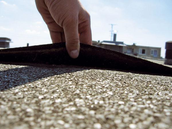 Poruchy povlakových krytín zasfaltovaných pásov