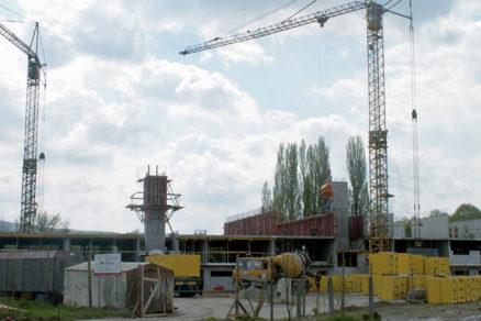 Použitie vežových žeriavov na stavbách