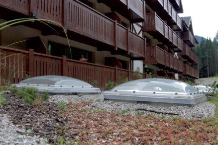 Presvetlenie plochej strechy oknami