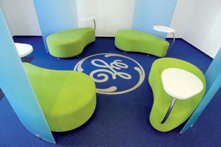 Radosť z oblúka a farby: Interiéry pobočiek GE Money