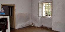 Sanácia steny poškodenej trhlinami, vlhkosťou a soľami