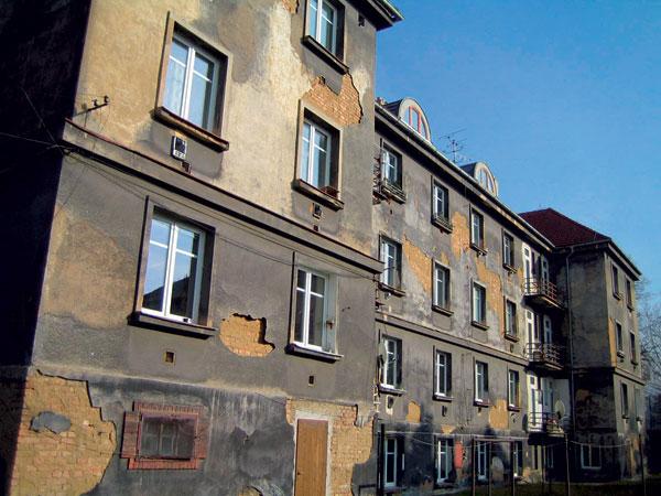 Sanácia vlhkého muriva bytového domu zroku 1927