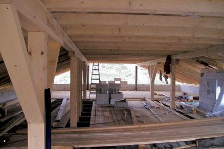 Spájanie drevených prvkov krovu