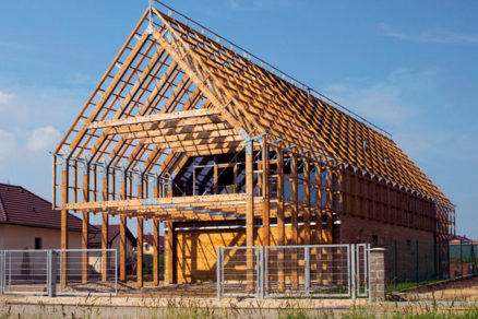 Stavba rodinného domu zo smrekovca