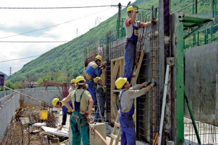 Stavebné spoločnosti by sa už dnes mali pripraviť na obdobie útlmu stavebnej činnosti