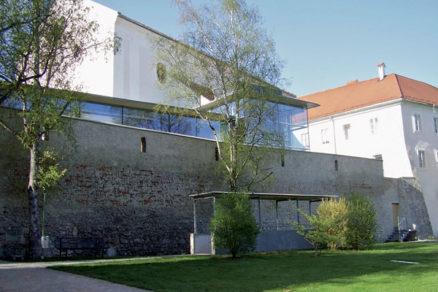Úcta v architektúre: Minulosť a budúcnosť okamihu