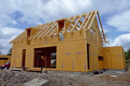 Univerzálny stavebný systém pre drevostavby – technológia SIPs