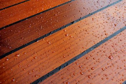 Vodeodolná drevená podlaha z našich lesov
