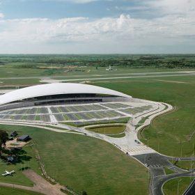 vznasajuci sa letiskovy terminal od rafaela vi241olyho